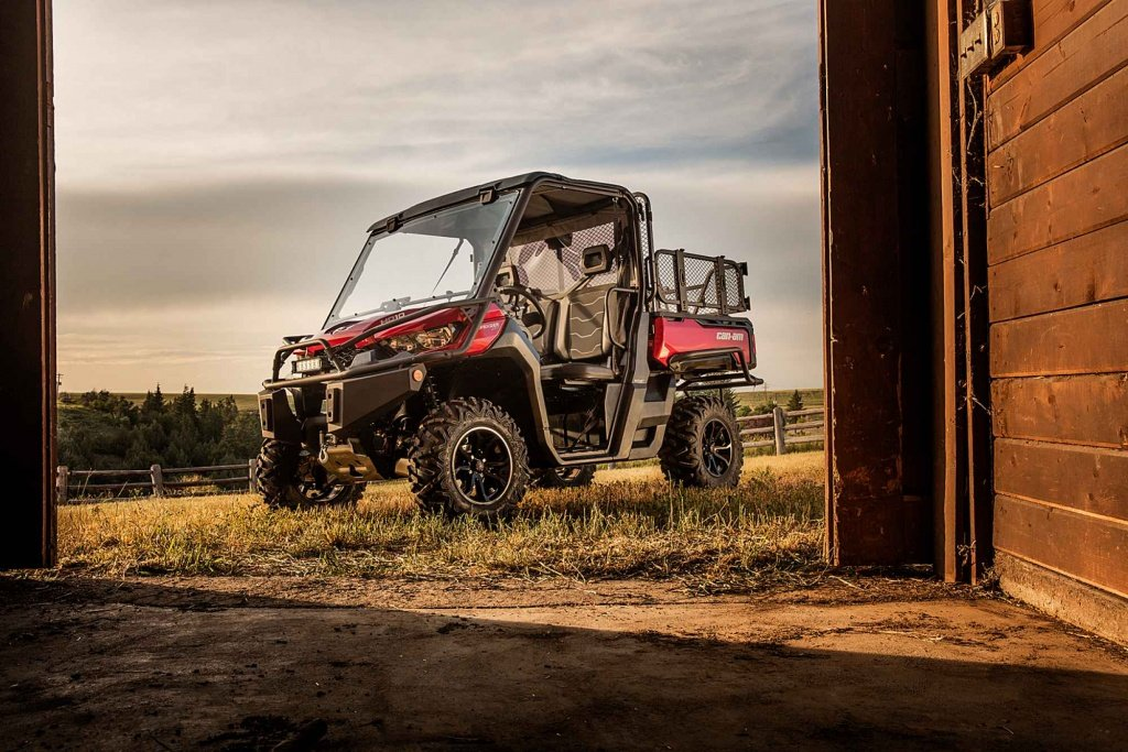 defender-xt-intense-red-barn.jpg